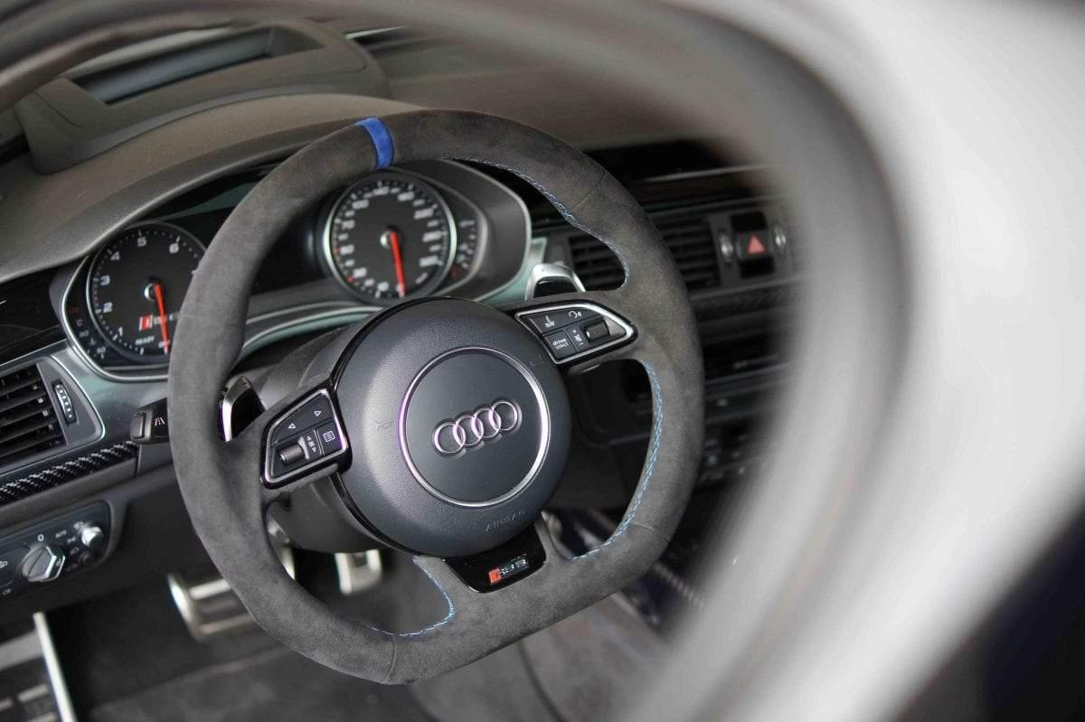 Audi RS6 Lenkrad abgeflacht, 12 Uhr Markierung in Alcantara schwarz
