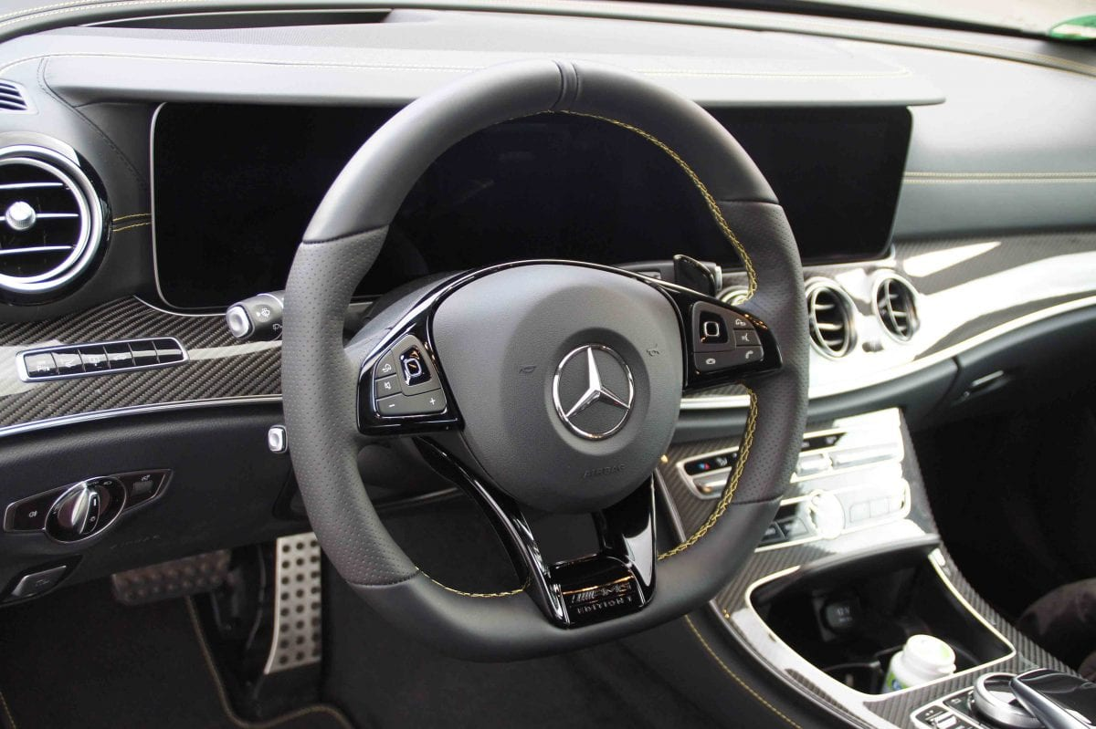 Mercedes S-Klasse AMG Lenkradbezug mit Kontrastfaden vernäht, seitlich perforiert